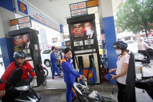 Thuế môi trường xăng dầu tăng sẽ mang lại cho ngân sách thêm hơn chục nghìn tỷ đồng.