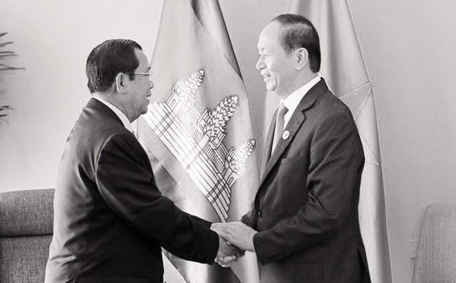 Chủ tịch nước Trần Đại Quang và Thủ tướng Campuchia Hun Sen từng là đồng đội, ông đã 5 lần cắt tóc cho ông Hun Sen (ảnh: TTXVN)
