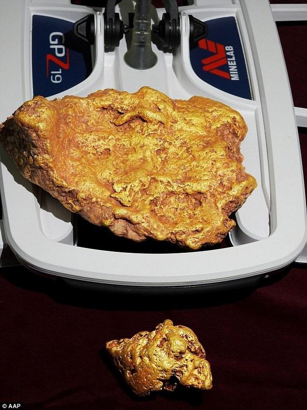 Cục vàng dược tìm thấy ở độ sâu 80cm.