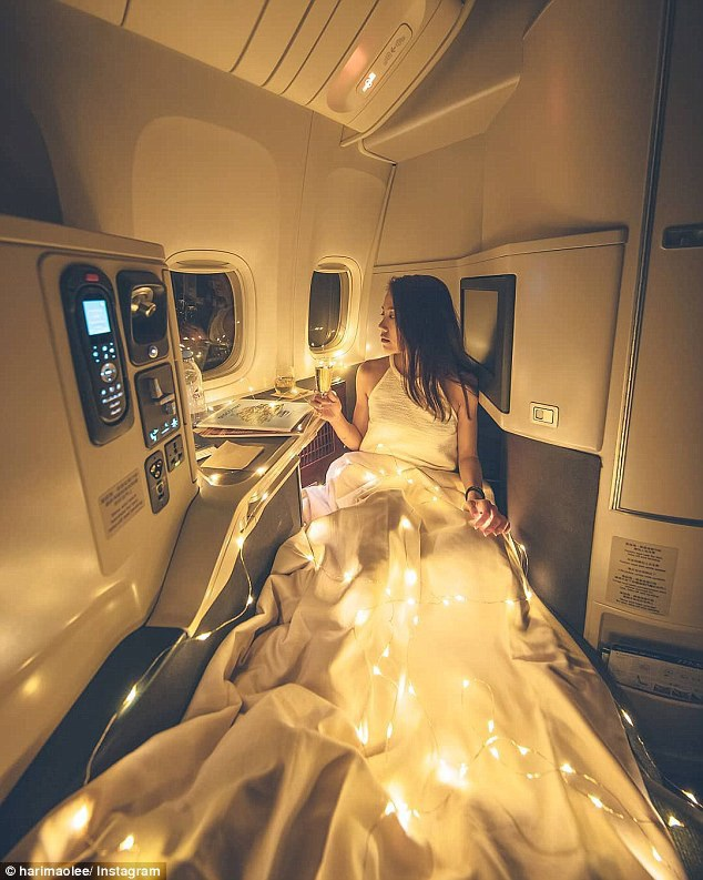 Dân mạng chế nhạo cô gái chụp ảnh sang chảnh trên máy bay - 1