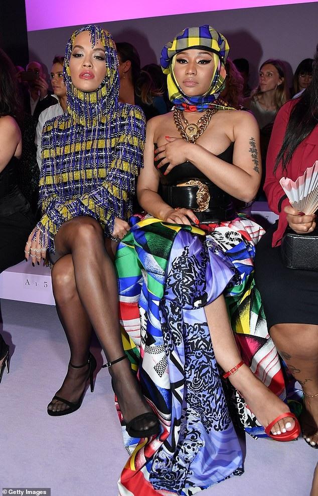 Rita Ora khoe ngực căng đầy - 12