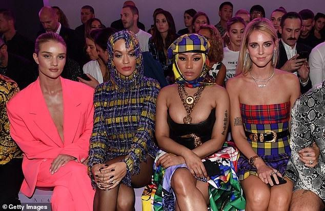 Rita Ora khoe ngực căng đầy - 14