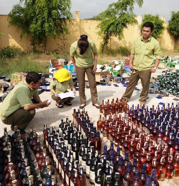 Lực lượng Quản lý thị trường Bình Định thường xuyên kiểm tra, kiểm soát thị trường, đấu tranh chống buôn lậu, gian lận thương mại, hàng giả và an toàn vệ sinh thực phẩm.