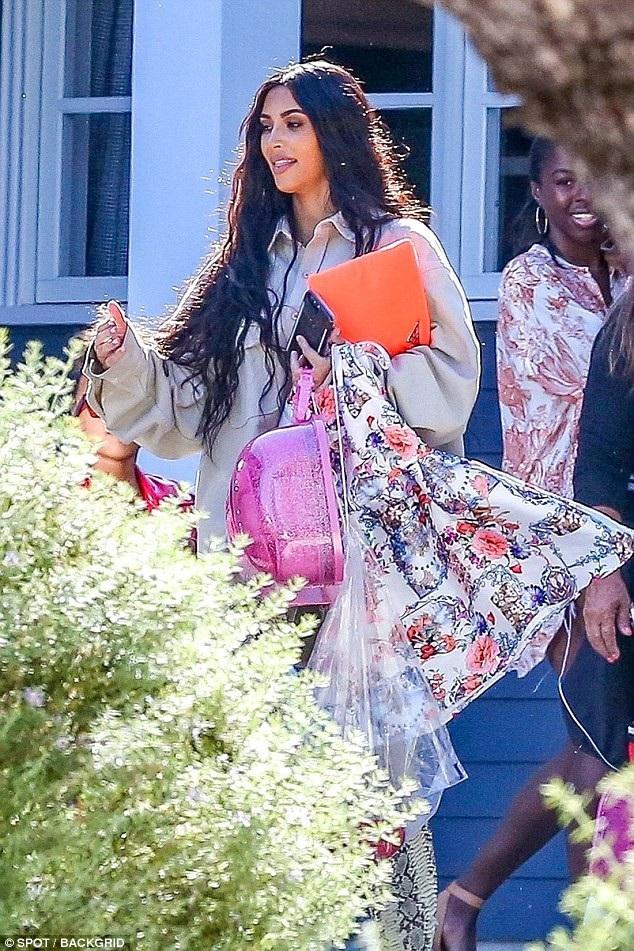 Kim Kardashian chia sẻ cô là bà mẹ nghiêm khắc chứ không dễ dãi như mọi người tưởng.