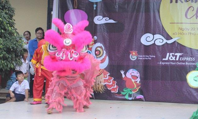 Đà Nẵng: Trao học bổng và quà Tết Trung thu đến trẻ em nghèo vùng núi - 3
