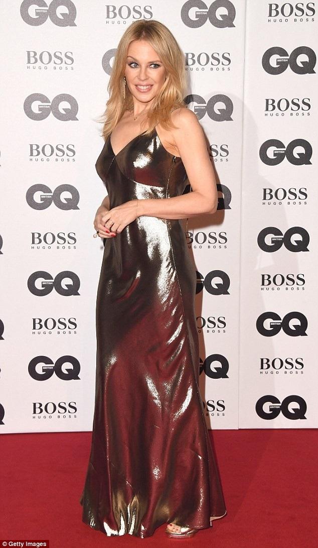 Vào năm 2005, Kylie Minogue từng phải đi điều trị ung thư vú dài ngày và may mắn vượt qua căn bệnh này.