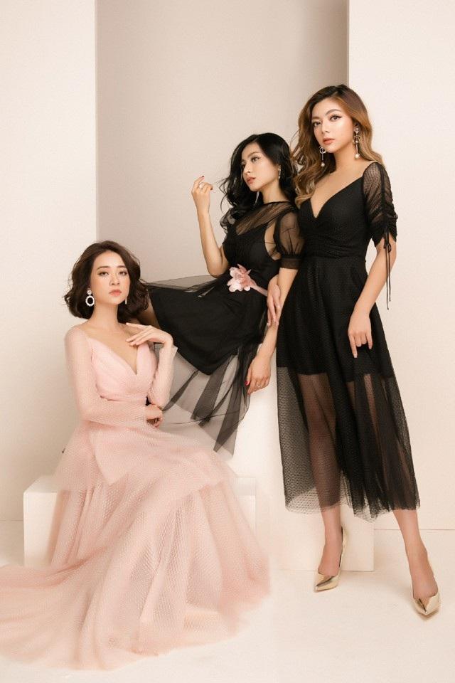 Sự hội ngộ của 3 cô nàng hot girl xinh đẹp khiến nhiều người thích thú bởi vẻ đẹp nàng thơ ngọt ngào nhưng vẫn vô cùng quyến rũ.