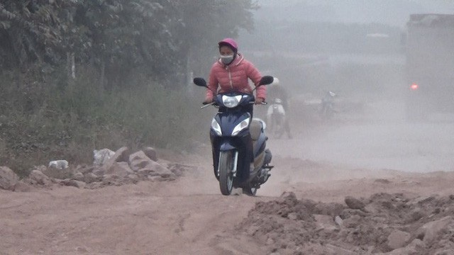 Người dân thở phào thoát hiểm hoạ tại đường gom cao tốc Hà Nội - Bắc Giang! - Ảnh 1.