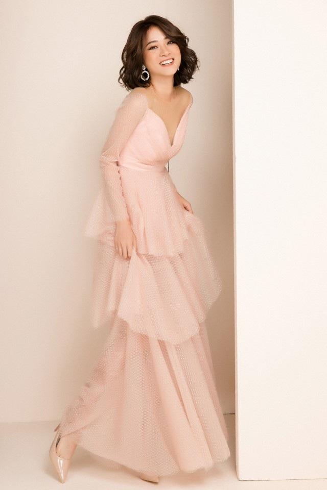 Cô nàng thường xuyên xuất hiện trong các bộ hình lookbook cho các thương hiệu thời trang nổi tiếng. Mai Anh sở hữu thân hình mảnh mai và gương mặt đẹp không góc chết, chụp cho Mai Anh vô cùng đơn giản vì vẻ đẹp mong manh vốn có.