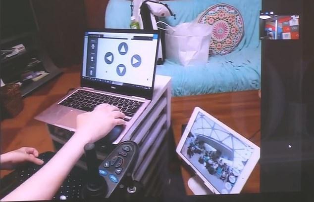 Những người tàn tật có thể điều khiển những con robot này từ xa trên máy tính hoặc máy tính bảng