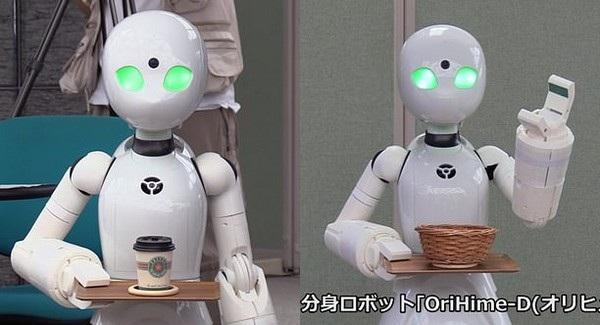 Trên gương mặt của các robot này được tích hợp microphone và camera để truyền trực tiếp âm thanh và hình ảnh qua Internet