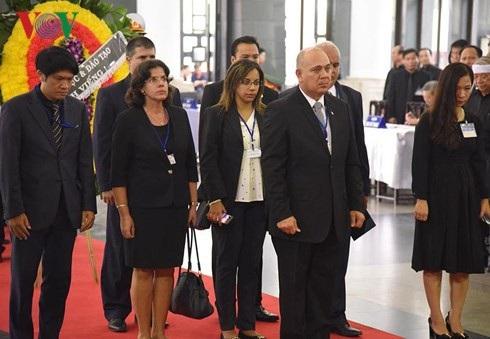 Đoàn Cuba viếng Chủ tịch nước