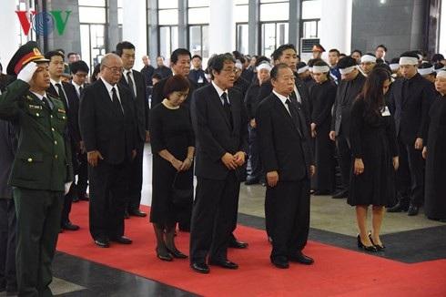 Đoàn Nhật Bản viếng Chủ tịch nước Trần Đại Quang... Nhiều đoàn quốc tế khác cũng vào viếng Chủ tịch nước trong sáng nay (Ảnh: Vov)