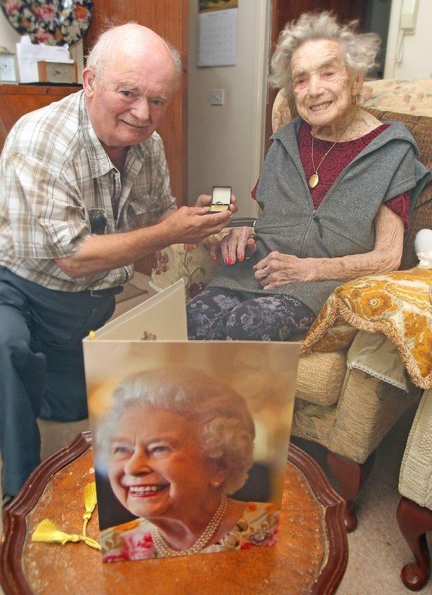 Cụ bà 100 tuổi kết hôn với chú rể kém mình 26 tuổi - 2