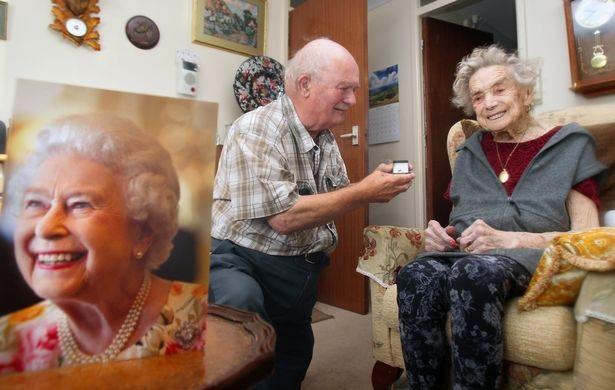 Cụ bà 100 tuổi kết hôn với chú rể kém mình 26 tuổi - 1