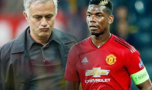 Mourinho (trái) luôn bảo vệ Pogba