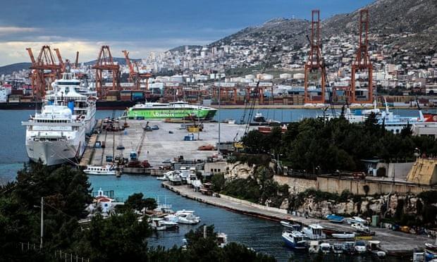 Công ty vận tải biển Cosco của Trung Quốc vận hành một phần cảng Piraeus ở Hy Lạp. (Ảnh: AFP)