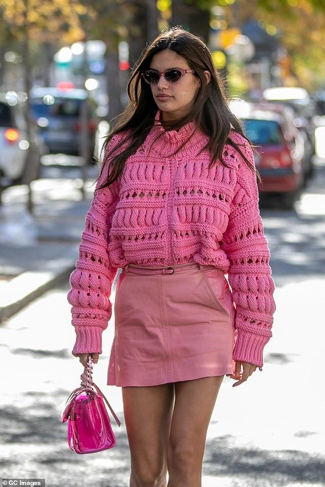 Sara Sampaio dự một số buổi tiệc tại tuần lễ thời trang Paris