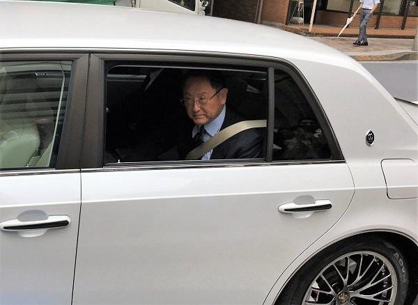 Chủ tịch tập đoàn Toyota đi xe gì? - 9