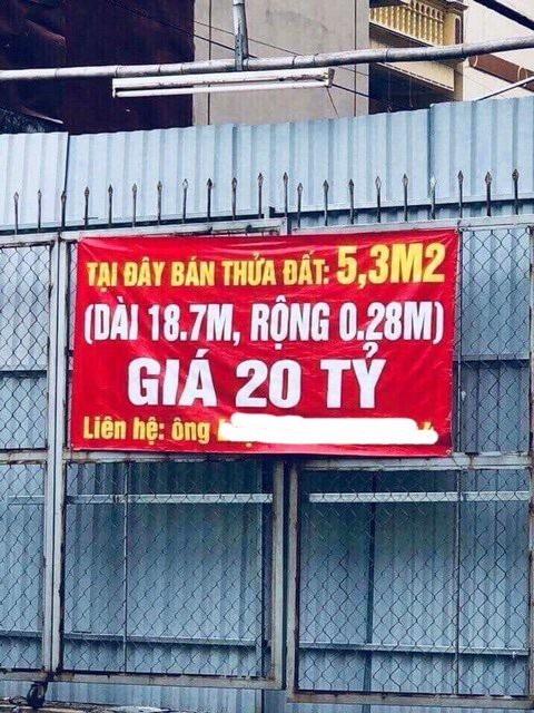 Miếng đất 5,3m2 trên đường Nguyễn Văn Huyên kéo dài được rao bán với giá 20 tỷ đồng.