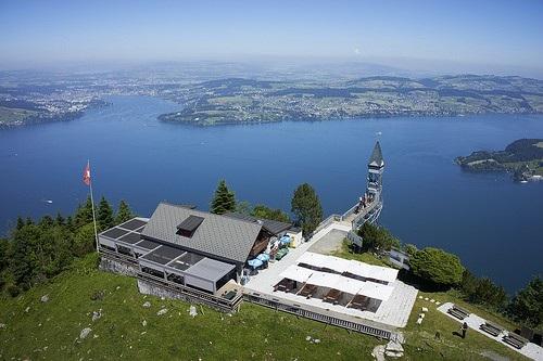 """Cả """"thiên đường"""" lọt vào tầm mắt trên chiếc thang máy ngoài trời cao nhất châu Âu - 3"""