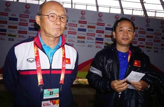 Trợ lý Lê Huy Khoa cho biết ông sốc khi bị dư luận chỉ trích