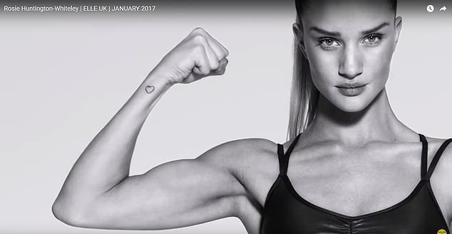 Người mẫu Rosie Huntington-Whiteley khoe cơ bắp.