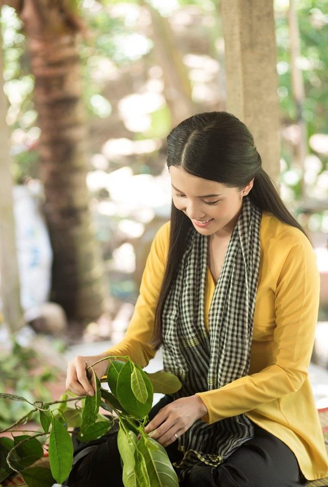 """Hoa khôi Thúy Vi dịu dàng """"hóa"""" thiếu nữ thôn quê - 3"""