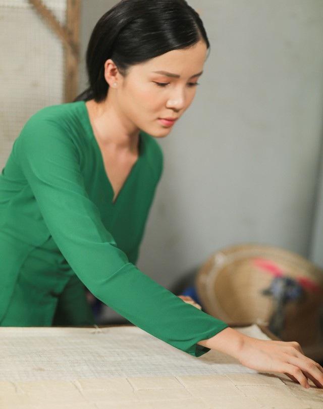 """Hoa khôi Thúy Vi dịu dàng """"hóa"""" thiếu nữ thôn quê - 9"""
