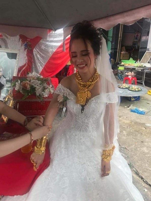 Được biết, cô dâu năm nay 18 tuổi còn chú rể là người Đài Loan