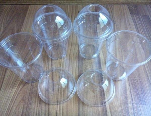 Các loại cốc nhựa dùng một lần cũng được sử dụng vô cùng phổ biến vì tính năng nhẹ, bền, dễ sử dụng...