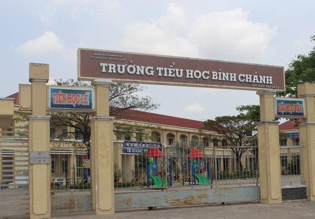 Trường tiểu học Bình Chánh, Bến Lức, Long An nơi xảy ra sự việc quỳ gối xin lỗi phụ huynh.