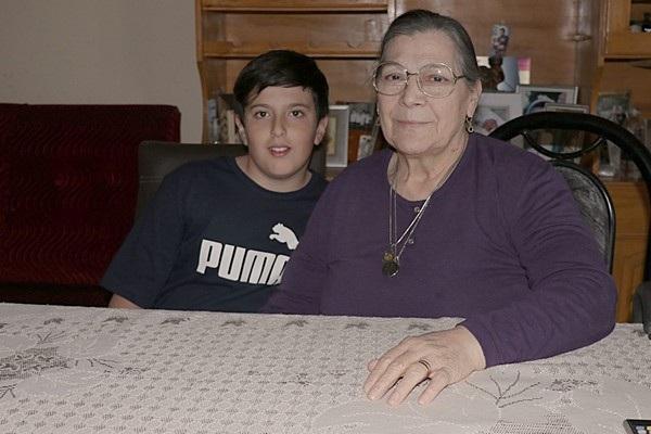 Hiện cậu bé Miguel đang sống cùng bà ngoại sau khi mẹ qua đời
