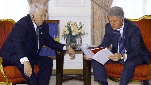 Tổng thống Nga Boris Yeltsin gặp Tổng thống Mỹ Bill Clinton tháng 11/1999. (Ảnh: Reuters)