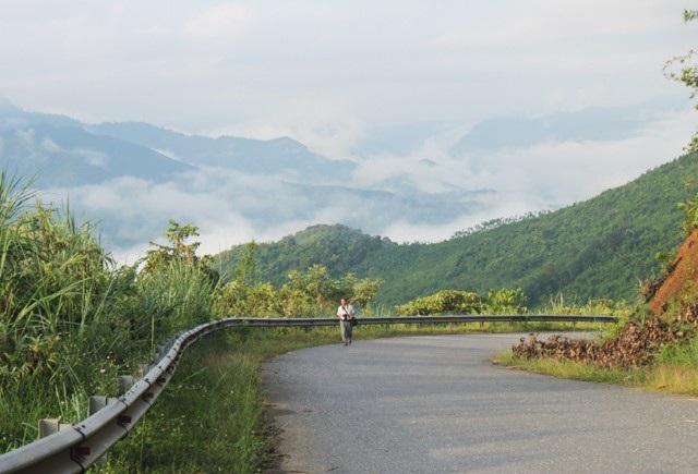 Nhờ nguồn hỗ trợ từ các chương trình giảm nghèo của Chính phủ, hạ tầng giao thông ở huyện Tương Dương đang từng bước hoàn thiện
