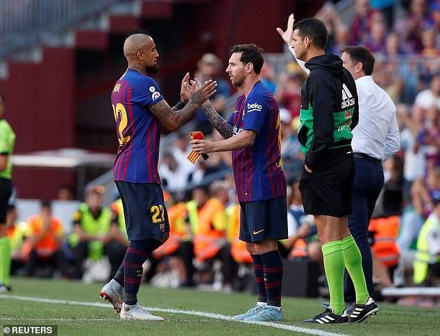 Aturo Vidal đã chơi tệ hại và phải rời sân nhường chỗ cho Messi