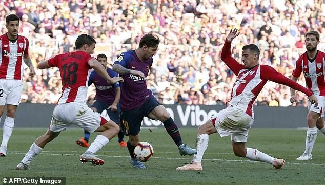 Sự xuất hiện của Messi ở hiệp 2 giúp lối chơi của Barcelona sáng sủa hơn