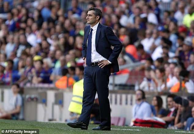 HLV Valverde lo lắng trong suốt trận đấu