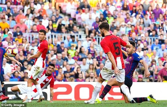 Munir lập công ở phút 83 mang về 1 điểm cho Barcelona
