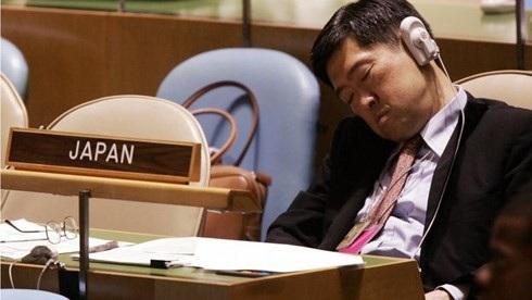 Một đại diện của Nhật Bản cũng ngủ trong Đại hội đồng LHQ thứ 60 hồi tháng 9/2005. Ảnh GETTY IMAGES.