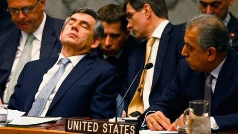 Cựu Thủ tướng Anh Gordon Brown cũng chợp mắt khi tham dự một cuộc họp của hội đồng bảo an tại LHQ vào tháng 4/2008. Ảnh GETTY IMAGES.