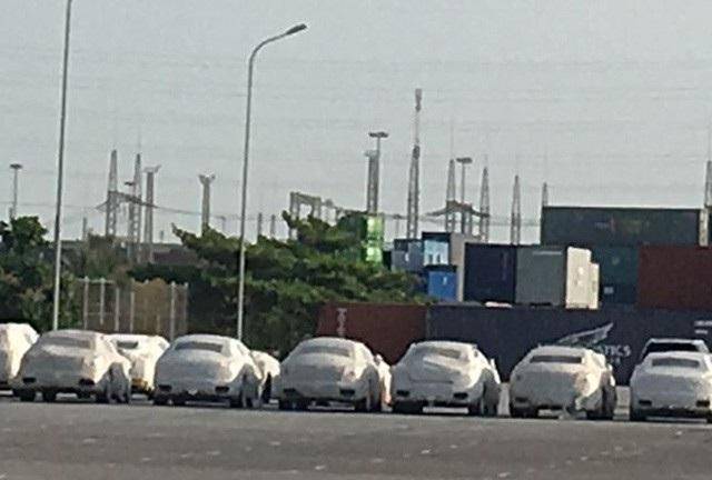 Các loại xe siêu sang bị chặn ở Hải Phòng trước khi đến tay đại gia