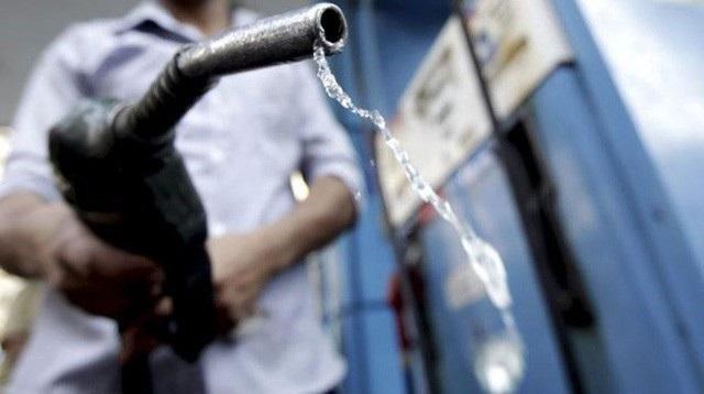 Đại diện Bộ Công Thương lo ngại việc tăng thuế BVMT xăng dầu ngay từ 1/1/2019 rơi vào tháng Chạp và tháng Giêng (ÂL) sẽ tác động đến chỉ tiêu lạm phát