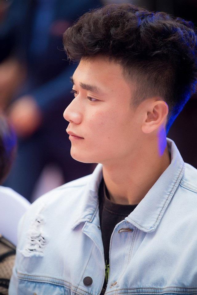 Và với những thể hiện tại Asiad 2018 cùng đội hình bóng đá nam Olympic Việt Nam, thủ môn Bùi Tiến Dũng tiếp tục là cái tên gây sức hút.