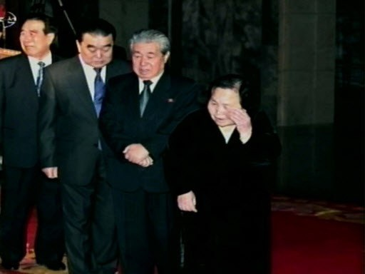 Ông Ju Kyu-chang (thứ 2 từ bên phải) (Ảnh: Yonhap)