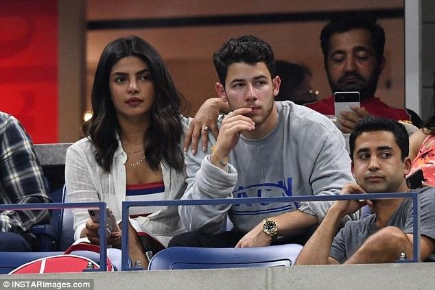 Hoa hậu thế giới Priyanka Chopra và bạn trai Nick Jonas cùng đi xem 1 trận tennis trong khuôn khổ giải quần vợt Mỹ mở rộng diễn ra tại New York ngày 4/9 vừa qua