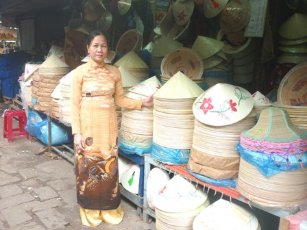 Chủ tịch tỉnh Thừa Thiên Huế vận động nữ sinh các trường đại học, THPT mặc áo dài - 9