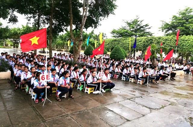 Học sinh lớp 6 Trường THCS Phong Phú (thị xã Giá Rai) tươi vui mừng khai giảng năm học mới 2018-2019. (Ảnh: Huỳnh Hải)