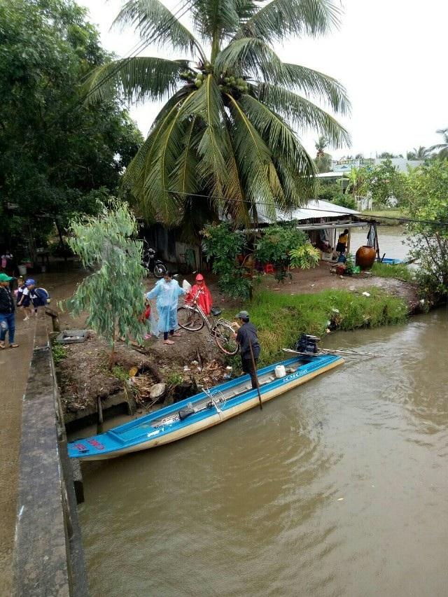 Học sinh Cà Mau đi xuồng máy đến trường khai giảng - 3