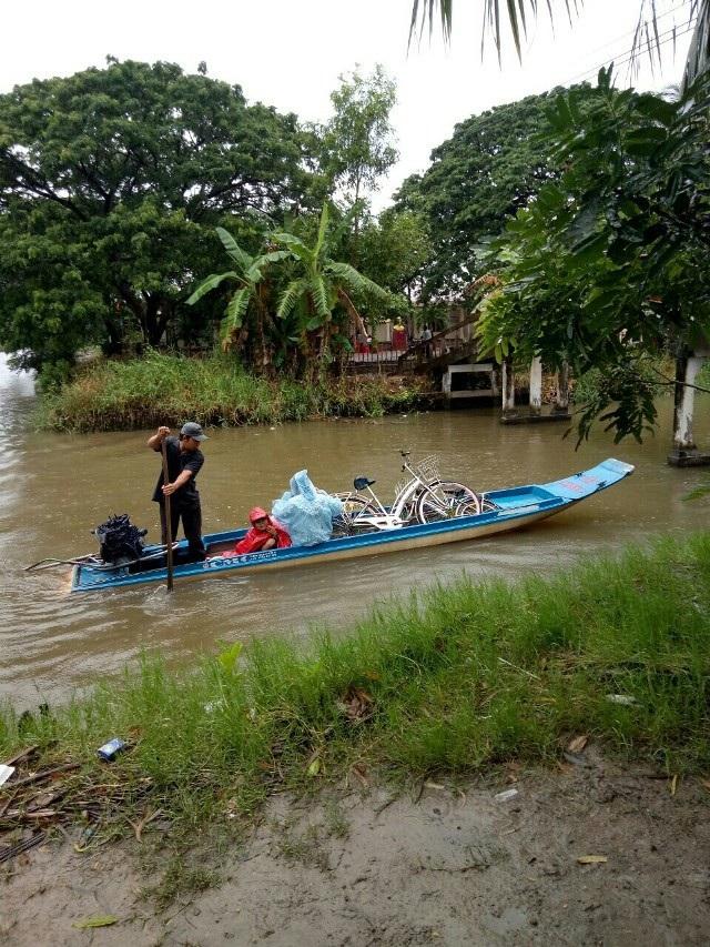 Học sinh Cà Mau đi xuồng máy đến trường khai giảng - 6